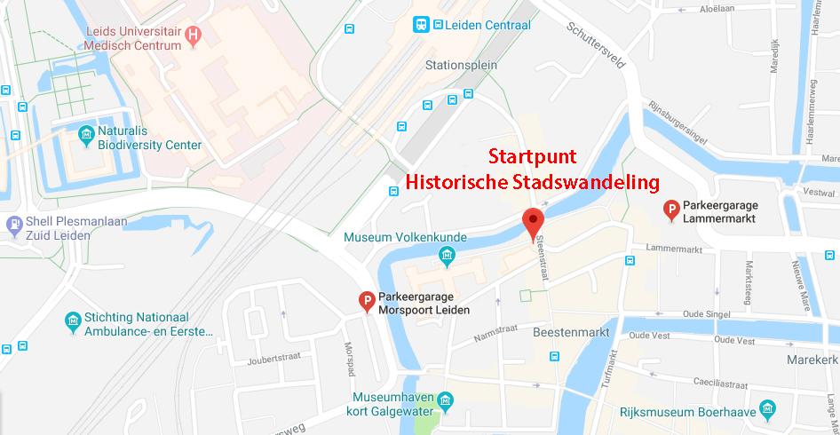 De historische stadswandeling door Leiden voor de asieldieren begint op het voorplein van Rijksmuseum Volkenkunde.
