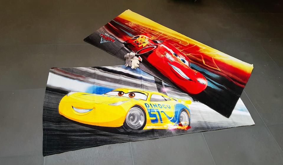 De mooiste kleurplaat in de categorie 'kinderen' wint een Cars badlaken!