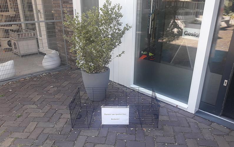 De donatiebox bij Dierentehuis Stevenshage in Leiden.