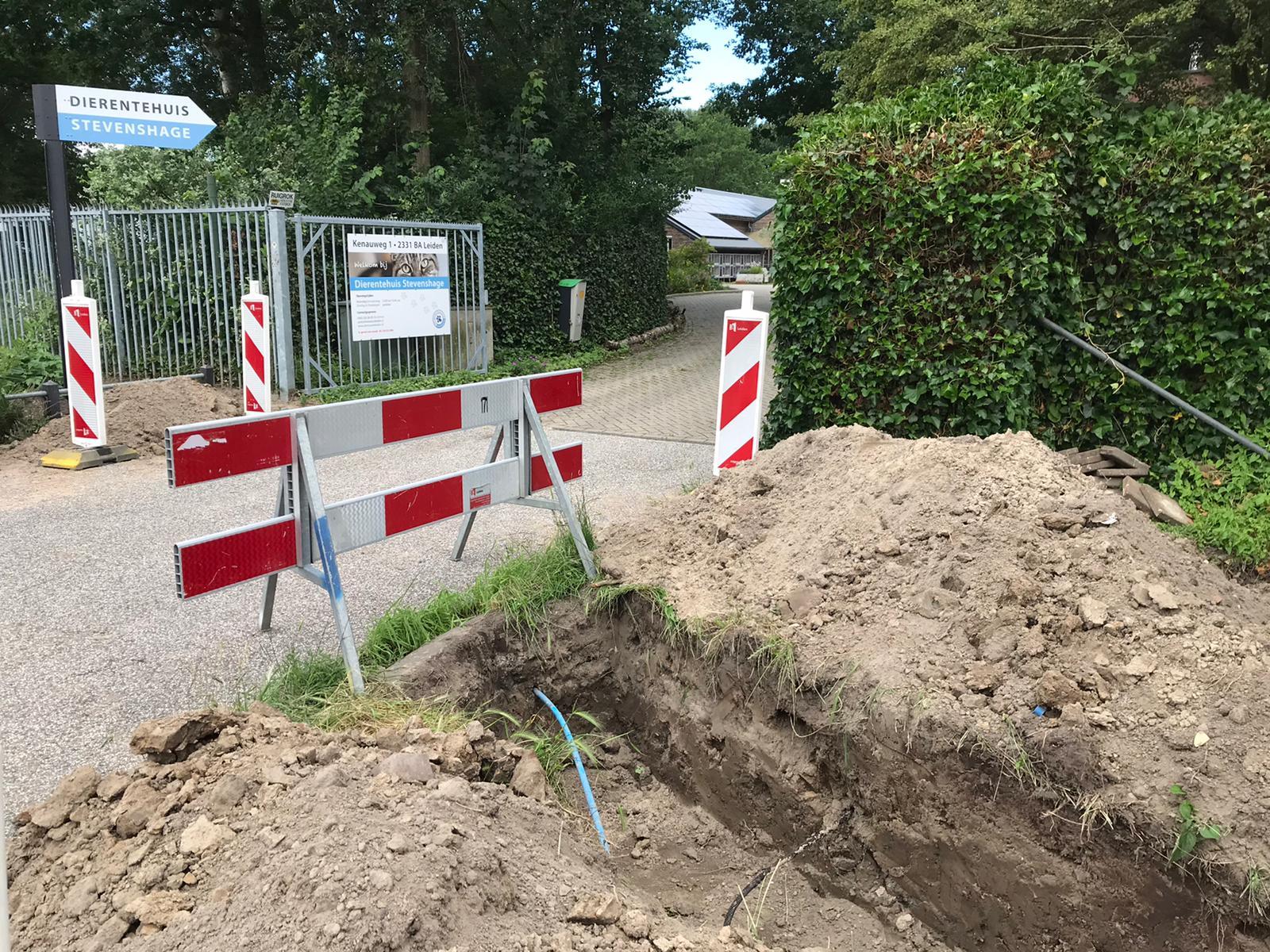 Werkzaamheden vlak voor het terrein van Dierentehuis Stevenshage in Leiden.